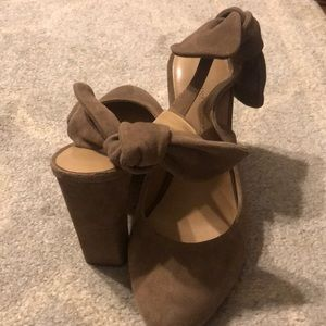 Banana Republic taupe suede bow back heels - 7